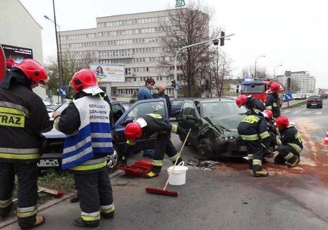 Na szczęście nikt z kierujących ani z pasażerów nie doznał obrażeń.