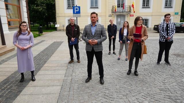 Podlaska lewica, domaga się, by wzorem Warszawy czy Częstochowy, władze Białegostoku wprowadziły miejski program finansowego wspierania  zapłodnienia pozaustrojowego metodą in vitro.