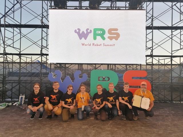 Studencka drużyna Raptors z Politechniki Łódzkiej zajęła trzecie miejsce w międzynarodowym konkursie robotów w Japonii – w kategorii, w której zajmowały się one zapobieganiem katastrofom w zakładach przemysłowych