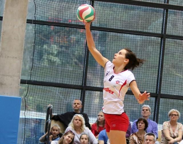 Aleksandra Theis już przedłużyła kontrakt z Budowlanymi na kolejny sezon.