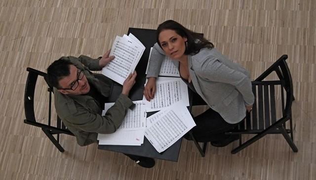 W piątek w Meskalinie wystąpi Wojtek Grabek i chór pod dyrekcją Beaty Bielskiej