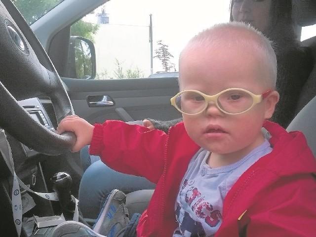 Maciuś jest wspaniałym dwulatkiem. Jak większość chłopców - lubi samochody. Ale nadal nie ma rodziców.