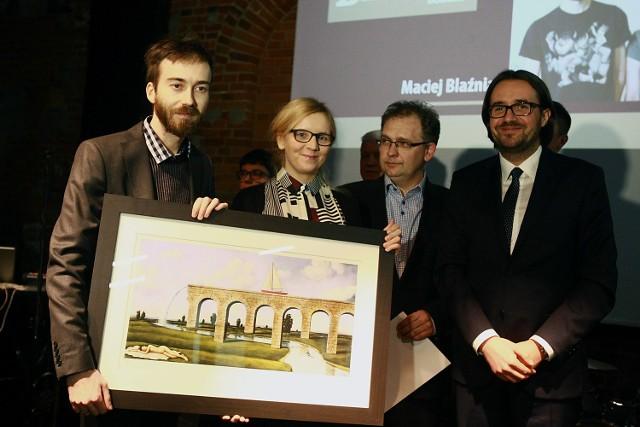 W styczniu roku 2015 nagrodą cieszyli się Maciej Blaźniak i Joanna Guszta, właściciele wydawnictwa Ładne Halo