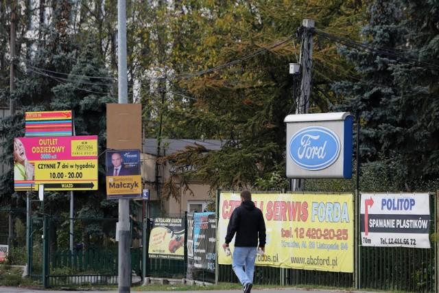 Chaos reklamowy w Krakowie wciąż pozostaje nieuporządkowany