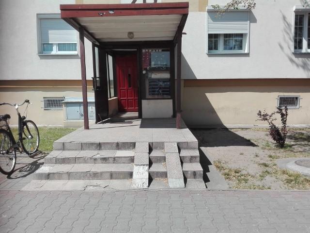 W piątek, 19 maja na ul. Kochanowskiego znaleziono rozkładające się ciało noworodka
