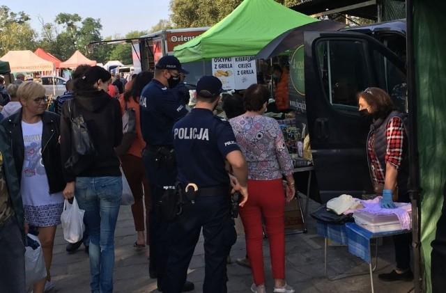 Kontrole policji i sanepidu na targowiskach we Wrocławiu.