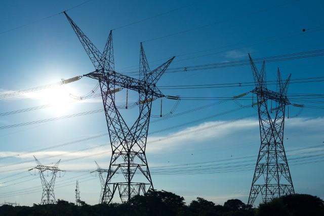 W najbliższych dniach mieszkańcy kilku miejscowości w regionie koszalińskim muszą być przygotowani na przerwy w dostawie energii elektrycznej.Gdzie wystąpią przerwy w dostawie zasilania? Sprawdźcie listę planowanych wyłączeń prądu w regionie koszalińskim w nadchodzących dniach >>>