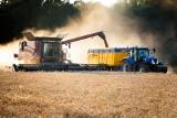 Rolnicy mają mniej płacić za paliwo. Współpraca KOWR i grupy Orlen