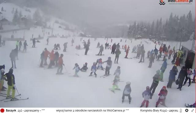 Czynne obie trasy, warunki narciarskie bardzo dobre. Pokrywa śnieżna: 40 cm.
