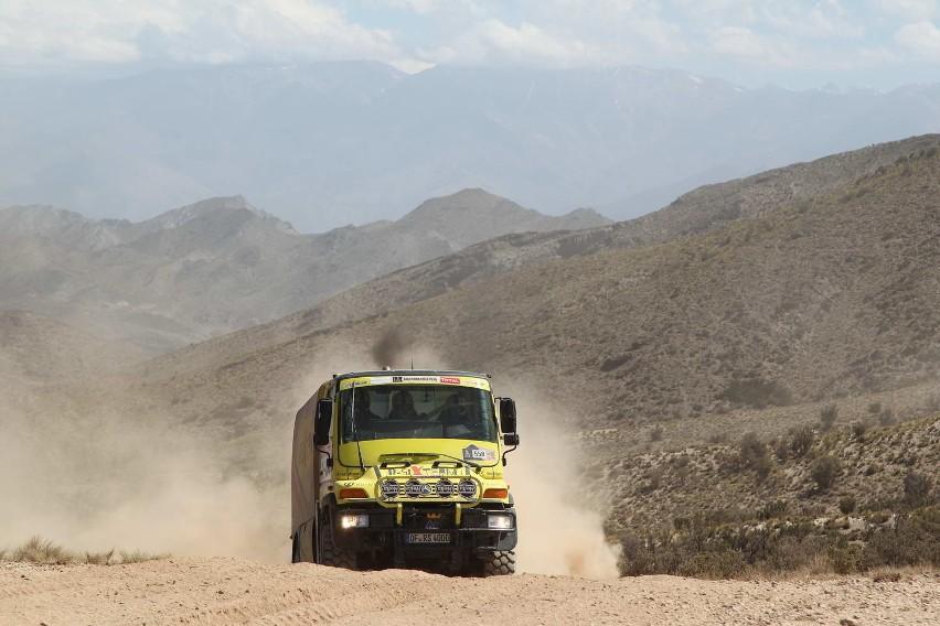 Unimog R-SixTeam z Jarosławem Kazberukiem na trasie Rajdu Dakar