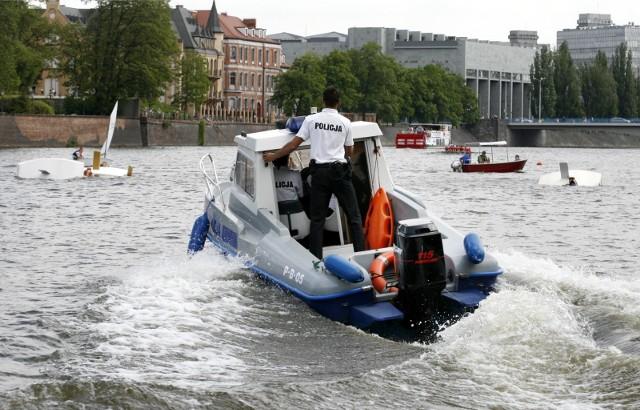Policjanci z komisariatu wodnego we Wrocławiu