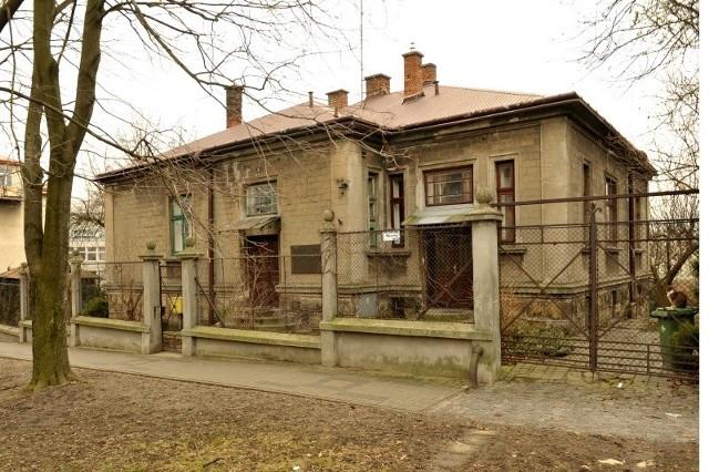 Nieruchomość, o której mowa to działka przy ulicy Dekerta zabudowana urokliwą willą wzniesioną w 1928 roku.