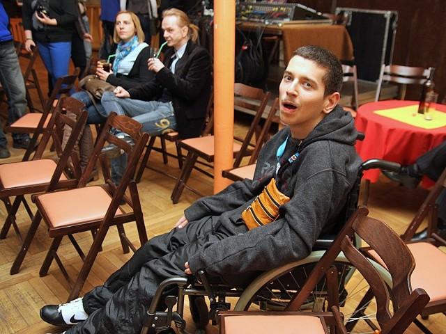 Jakubowi Wiśniewskiemu, niepełnosprawnemu torunianinowi udało sie przybyć na koncert do Grudziądza