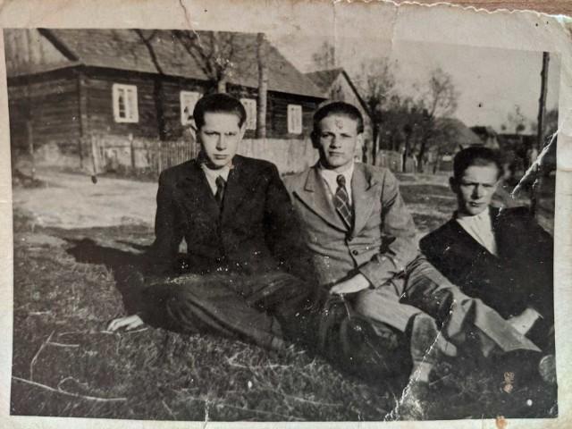Czasy młodości Stanisława Figla (pierwszy z lewej)