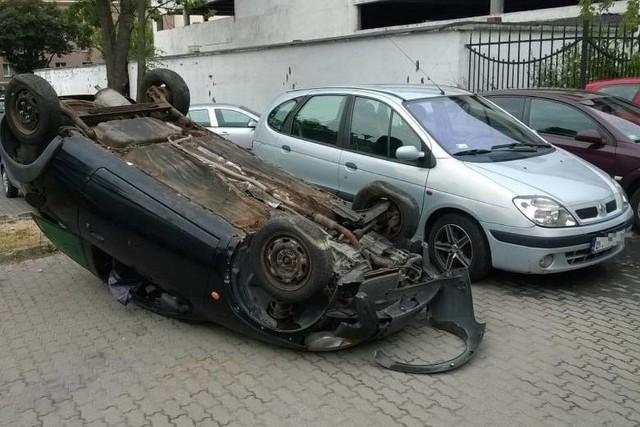 Kierowca musiał się mocno zdziwić.Zobacz też: Ul. Warszawska. Tak się kończy parkowanie na chama (zdjęcia)