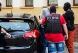 Napadali, bili i okradali. Policjanci szybko zatrzymali agresorów. Jeden z nich naruszył nietykalność mundurowych