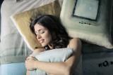Sposoby na upał w nocy: Jak spać? Jest za gorąco i nie możesz zasnąć? Znamy sprawdzone triki, które pozwolą ci odpocząć w upał [14.06.2019]