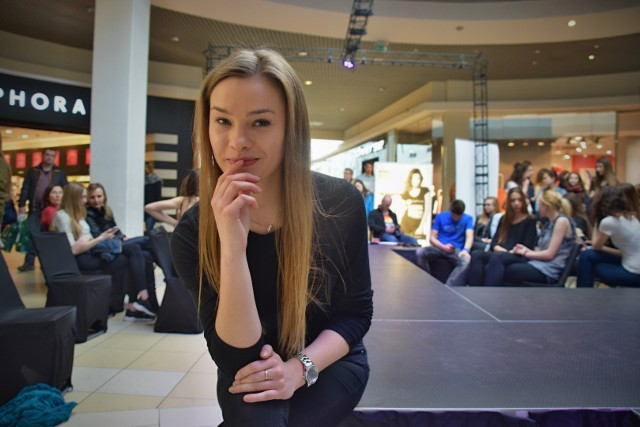 Casting FashionTV Model Search to szansa dla młodych dziewczyn i mężczyzn na karierę w modelingu. Żeby ją zrobić trzeba przejść przez sito wymagających castingów.Na jednym z nich towarzyszyliśmy Samancie Andrukieiwcz , 18-letniej uczennicy VLO w Białymstoku.