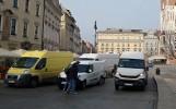 Kraków. Rynek pełen samochodów, czyli poranek dostawców [GALERIA]