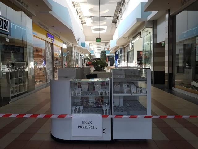 Galerie handlowe są w Polsce zamknięte i opustoszałe od miesiąca.