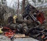 Ciężarówka wywróciła się do rowu we wsi Wołogoszcz. Samochód wyglądał okropnie. To cud, że kierowcy nic się nie stało