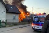 Łapy. Pożar domu przy ul. 3. Maja. Sześć zastępów straży pożarnej walczyło z ogniem [ZDJĘCIA]