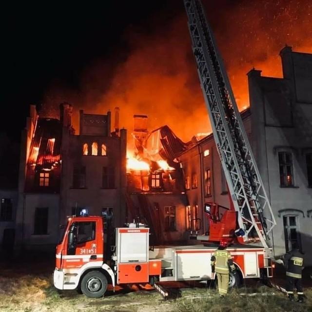 Zabytkowy pałac w Główczycach spłonął w nocy z 23 na 24 marca