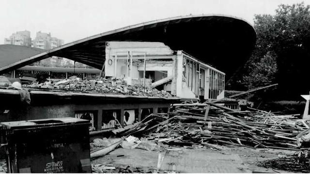 18 lipca wielkie sprzątanie dopiero się zaczynało. Tak kilka dni po powodzi wyglądał opolski amfiteatr.