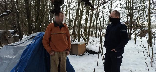 Miejsca pobytu osób bezdomnych w powiecie krakowskim odwiedzają policjanci