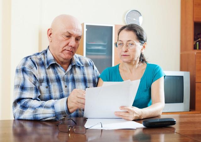 O swoje świadczenia mogą też być spokojne osoby, które osiągały przychód z tytułu pracy nie podlegającej obowiązkowi ubezpieczeń społecznych (np. umowa o dzieło), bowiem przychody z takiej pracy pozostają bez wpływu na wysokość należnych świadczeń.