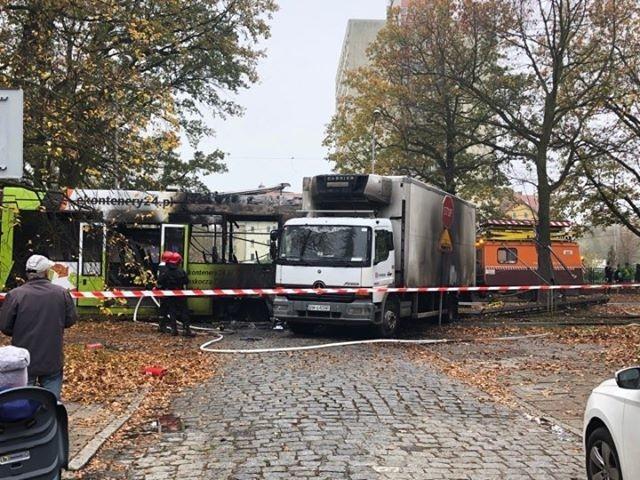 Tramwaj zderzył się z ciężarówką. Wybuchł pożar [FILM]