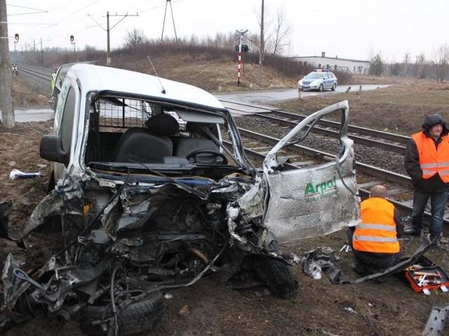Do wypadku doszło na niestrzeżonym przejeździe kolejowym w powiecie aleksandrowkim.