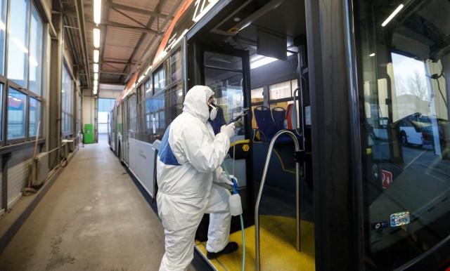 Dezynfekcja autobusów w rzeszowskim MPK