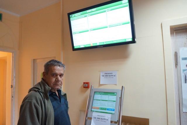 Kierowcę Józefa Bąka spotkaliśmy ostatnio przed tablicą z ofertami pracy. Mówił nam, że nie dostał ostatniej wypłaty. Jest jednym z ponad trzech tysięcy bezrobotnych z powiatu międzyrzeckiego, zarejestrowanych w pośredniaku.