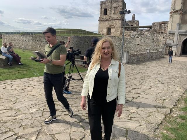 Dyrektor Regionalnej Organizacji Turystycznej Województwa Świętokrzyskiego Małgorzata Wilk - Grzywna towarzyszyła ekipie filmowej.