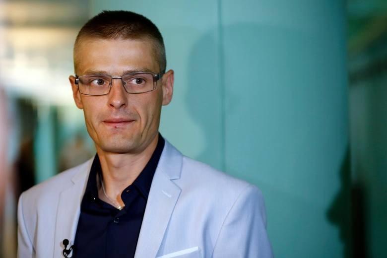 Tomasz Komenda, ofiara sądowej, prokuratorskiej i policyjnej pomyłki 15 marca opuścił więzienie, w którym spędził ostatnie 18 lat swojego życia.