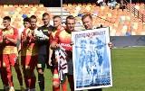 Podziękowania dla Łukasza Sierpiny i inne zdjęcia z meczu Korony Kielce z Podbeskidziem Bielsko-Biała [GALERIA]