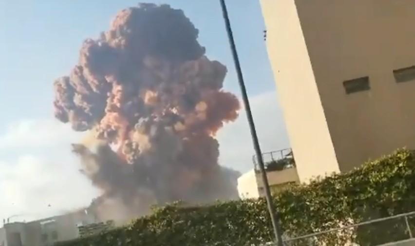 Bejrut. Wybuch w pobliżu portu, do którego doszło we wtorek,...
