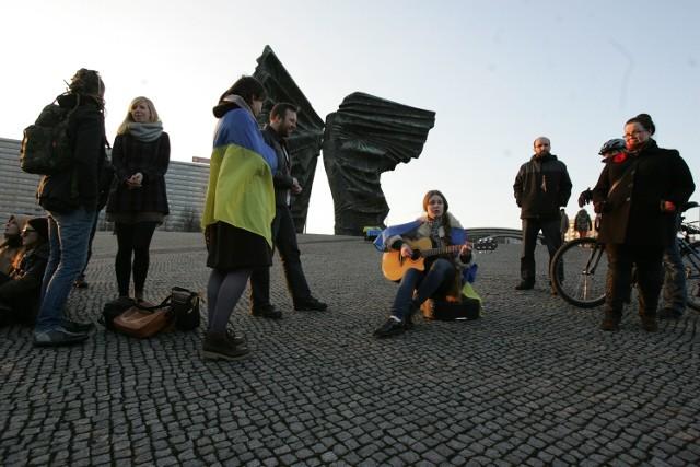 Studenci z Ukrainy w akcji Solidarni z Ukrainą w Katowicach