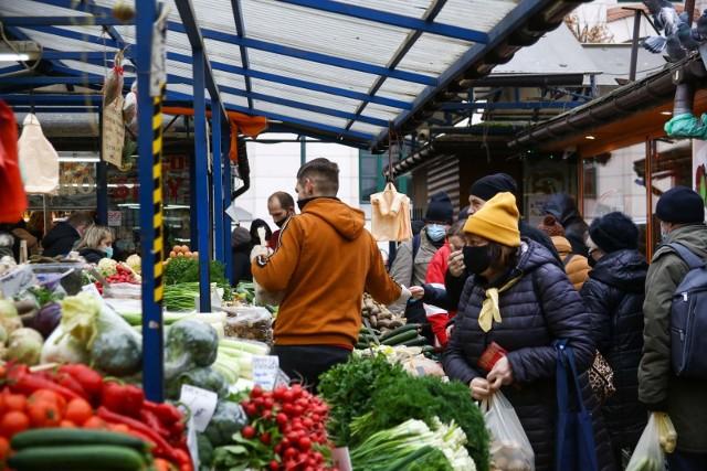 Lubimy kupować na targowiskach, zwłaszcza gdy warzywa sprzedaje ich producent.