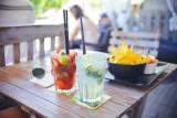Przedstawiciele tych zawodów piją najwięcej alkoholu. Oto cała prawda o Polakach