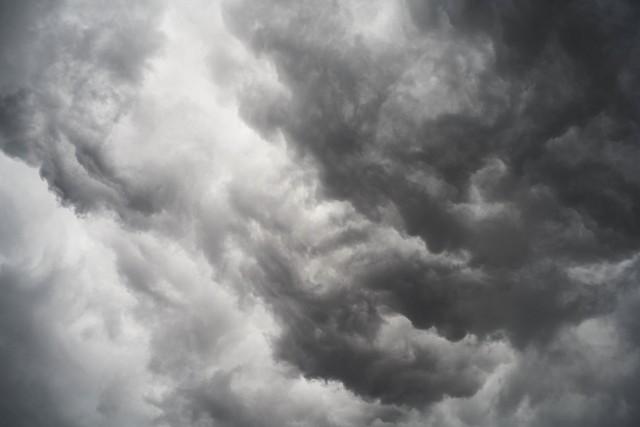 IMGW ostrzega przed burzami z gradem w województwie podlaskim. Gdzie jest burza? Sprawdź to na mapie burzowej online.