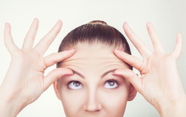 Czy warto wydawać mnóstwo pieniędzy na drogie kosmetyki? Oto 12 nietypowych naturalnych sposobów na odmłodzenie skóry.
