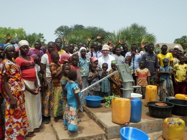 Dzięki społecznej akcji mieszkańców Przeworska i innych miast Podkarpackiego udało się wybudować w Afryce już czternaście studni.