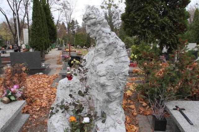 Pomnik na grobie Jacka Bieriezina, łódzkiego poety i działacza opozycyjnego