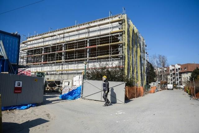 Piątkowskiej Szkole Społecznej udało się pozyskać 4 miliony złotych z programów unijnych na wybudowanie łącznika między dwoma budynkami należącymi do placówki oraz sali sportowej