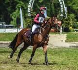 Jeździectwo: W Baborówku wielkie zawody WKKW. W sobotę zawodnicy mieli do pokonania bardzo trudny kros, próbę terenową [ZDJĘCIA]