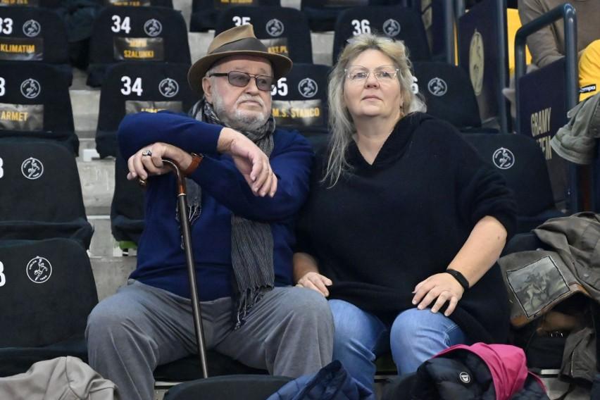 Znany aktor Jan Nowicki znów pojawił się na meczu piłkarzy...
