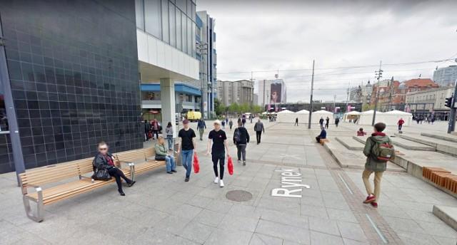 Katowice - RynekZdjęcia Google Street View w województwie śląskim są aktualizowane. Samochody Google jeździły w 2019 roku po naszym regionie, by zrobić zdjęcia ich ulic, tak by popularna usługa Google mogła zostać zaktualizowana. Przetwarzanie fotografii potrwało kilka miesięcy. Obecnie zdjecia Google Street View zostały podmienione w takich miastach, jak Katowice, Bielsko-Biała, Częstochowa, Mysłowice, Jaworzno, Rybnik, Dąbrowa Górnicza, Chorzów, Bytom czy Sosnowiec. Zobaczcie zdjęcia Google Street View z tych miast w naszej galerii >>>