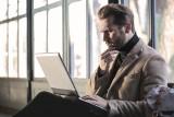 8 rzeczy, które wzbudzą podejrzenia w twoim CV. Niektóre sformułowania mogą osłabić naszą aplikację